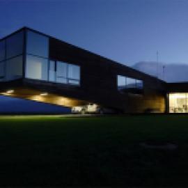Динамичный образ загородного дома